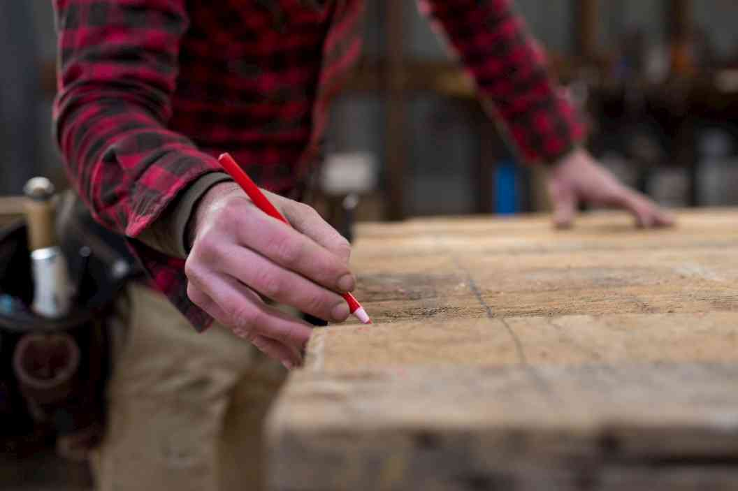 Sectioning wood plank to to make turning blanks
